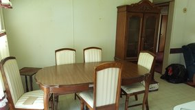 Dining Table w/ 5 chairs in Baytown, Texas