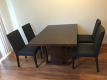 Dinning table and chairs in Tacoma, Washington
