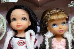 Bratz 4-Ever Best Friends: Just Chillin'! Dianthe and Akire in Okinawa, Japan