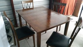 Dining table set with 4 chairs all in great condition in Fort Bliss, Texas