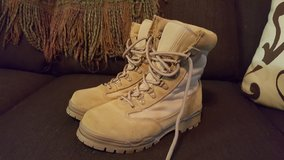 Ladies 6M Desert Boots in Fort Leonard Wood, Missouri