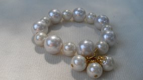 Vintage Pearl Bracelet 2 Sizes Large Pearls Dangle 2 Pearls with Gold Beadcaps Stretch in Houston, Texas