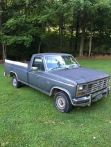 1986 Ford F-150 300 6cyl automatic in Fort Campbell, Kentucky