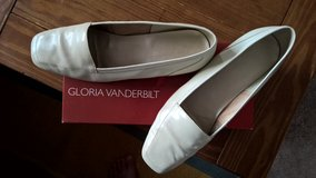Gloria Vanderbilt Cream Flat Shoe -9M in Louisville, Kentucky