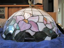 """Fabulous Tiffany-style Floral stained-glass ceiling Pendant light fixture w/chain & wiring. 20""""D... in Beaufort, South Carolina"""