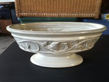 White Decorative Oval Pedestal Dish in Sandwich, Illinois