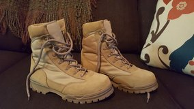 Ladies 6M Desert Sand Tactical Boots LIKE NEW in Fort Leonard Wood, Missouri