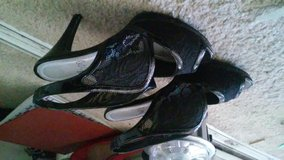 size 8 womens only worn twice need gone asap in Phoenix, Arizona