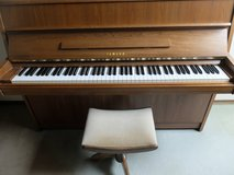 Yamaha piano M1E in walnut from 1977 in Wiesbaden, GE