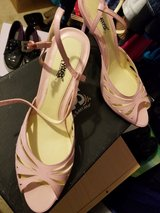 Pink never worn heels in Naperville, Illinois