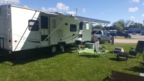 2004 R-Vision Trail-Bay - 31ft Travel Trailer in Orland Park, Illinois