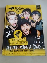 5 Seconds of summer 5sos book in Chicago, Illinois