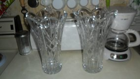2 crystal vases in Fort Campbell, Kentucky