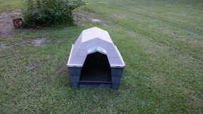 DOG HOUSE, LARGE(plus automatic feeder) in Kingwood, Texas