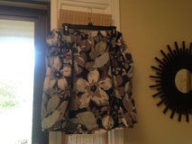 18/20 Flowered Skirt in Bolingbrook, Illinois