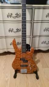 Washburn 4-String Bass in Birmingham, Alabama