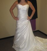 Stunning Wedding dress, by Maggie Sottero in Joliet, Illinois