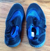 Toddlers Athletech black/blue Pool/beach shoes size 9/10 in Macon, Georgia