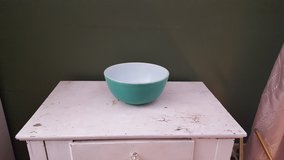 2qt pyrex green bowl in Shorewood, Illinois