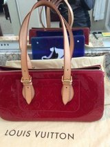 LV RED VERNIS AUTHENTIC code FI1038 pls text 7607302500 in San Ysidro, California
