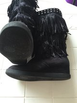 Justice size 4 Boots in Naperville, Illinois