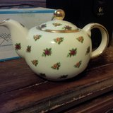Royal Albert Old Country Rose Chintz Teapot in Fort Campbell, Kentucky