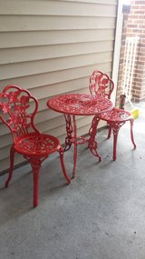 Red rose bistro table and chairs in Beaufort, South Carolina