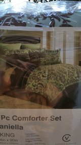 NEW King bed set / comforter + extras in Olympia, Washington