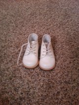 White walking shoes size 4 in Moody AFB, Georgia