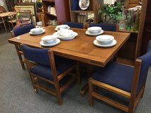 Dining Table with 5 chairs in Aurora, Illinois
