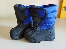 Boy black blue snow boats size 6 tcp in Glendale Heights, Illinois