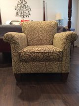 Beautiful Accent Chair - pending p/u in Conroe, Texas