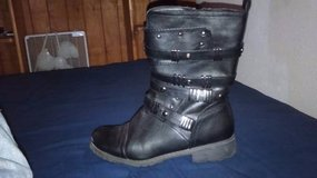 Women's size 8 .boots and boot high heel.. in El Paso, Texas