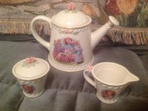 Shirley Temple Danbury Mint tea set in Travis AFB, California