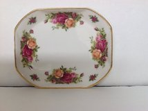 ROYAL ALBERT OLD COUNTRY ROSES TRAY in Naperville, Illinois