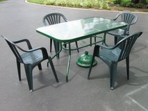 Patio Table 4 Chairs & Umbrella Stand in Lockport, Illinois