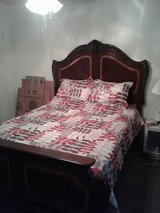 Beautiful Queen Size Bed For Sale! in Baytown, Texas