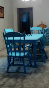 Small 4 chair table in Kingwood, Texas