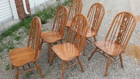 6 solid matching dining chairs in Fort Leonard Wood, Missouri