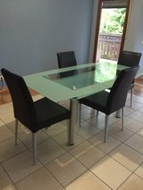 Glass table with 4 chairs in Baumholder, GE