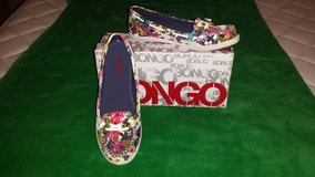 BANGO new female flowral shoes size 6 in Hinesville, Georgia
