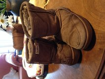 Toddler size 9 bearpaw boots in Ramstein, Germany
