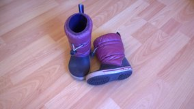 Snow boots, Crocs, Size 7, EUR 23/24 in Ramstein, Germany