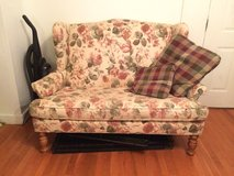 Sculpted Back Floral Loveseat in Springfield, Missouri