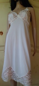 """Beautiful Vintage Pink Full Slip by Fifth ave. Size 36"""" in Tinley Park, Illinois"""