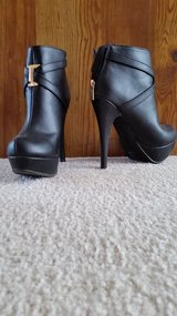Black bootie heels (7) wore once in Bolingbrook, Illinois