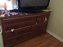 Woodgrain Queen Bedroom Set in Temecula, California