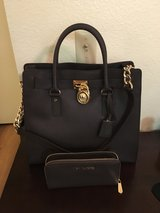 MICHAEL KORS PURSE AND WALLET SET in Camp Pendleton, California