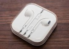 """""""APPLE EARBUDS W/REMOTE & MIC (Brand New)"""" in Fort Bliss, Texas"""