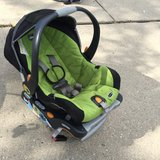 Chicco Car Seat w/ 2 bases in Algonquin, Illinois